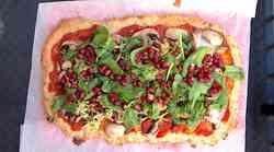 Cvetačna pica: ko obožuješ pico, pa ti jo tvoja dieta prepoveduje (recept)