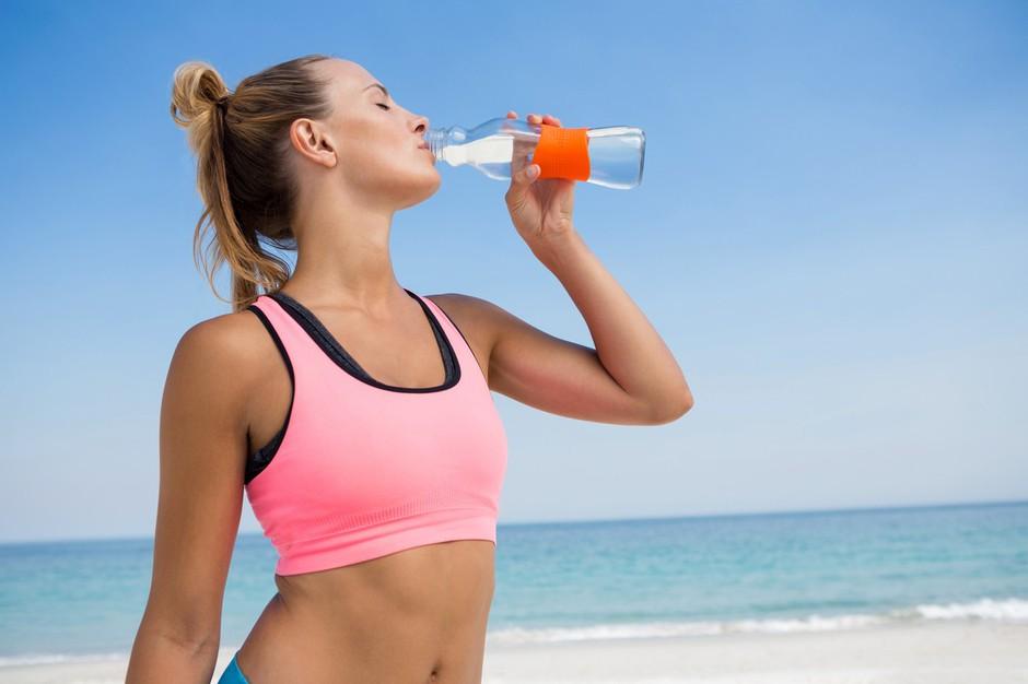 Hujšaš? Poglej, koliko vode moraš spiti na dan glede na svojo težo (foto: Profimedia)
