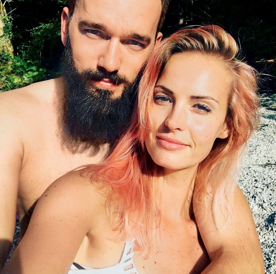 VIDEO: Tako hudo je za 2. obletnico poroke Tjaša Kokalj presenetila svojega moža (foto: osebni arhiv)
