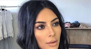 Na Kim Kardashian se je usul val kritik zaradi fotke 1-letnega sinčka Sainta!