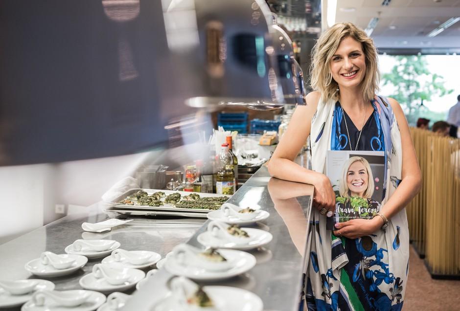 Zunaj nova knjiga Zdravo, Tereza!, ki smo jo odkrivali ob kulinaričnem razvajanju (foto: promo gradivo)