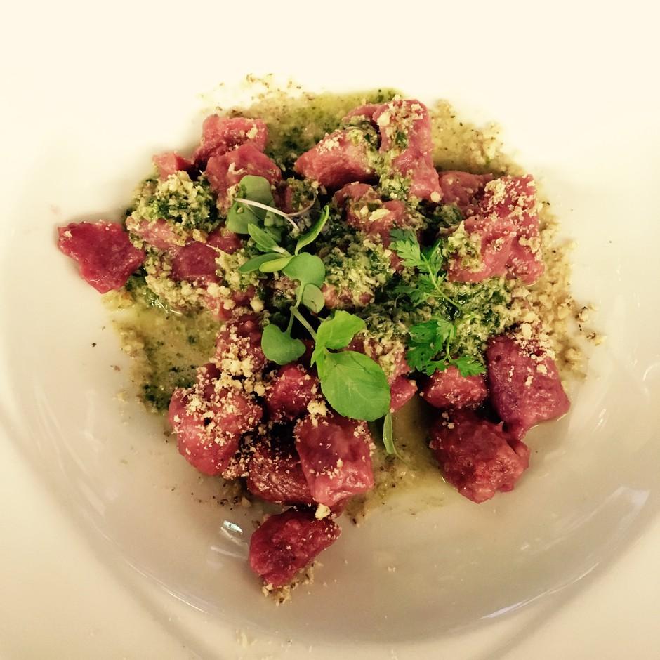 Recept: pesini njoki s pestom in vegi parmezanom (zdravo in okusno) (foto: Špela Sila)