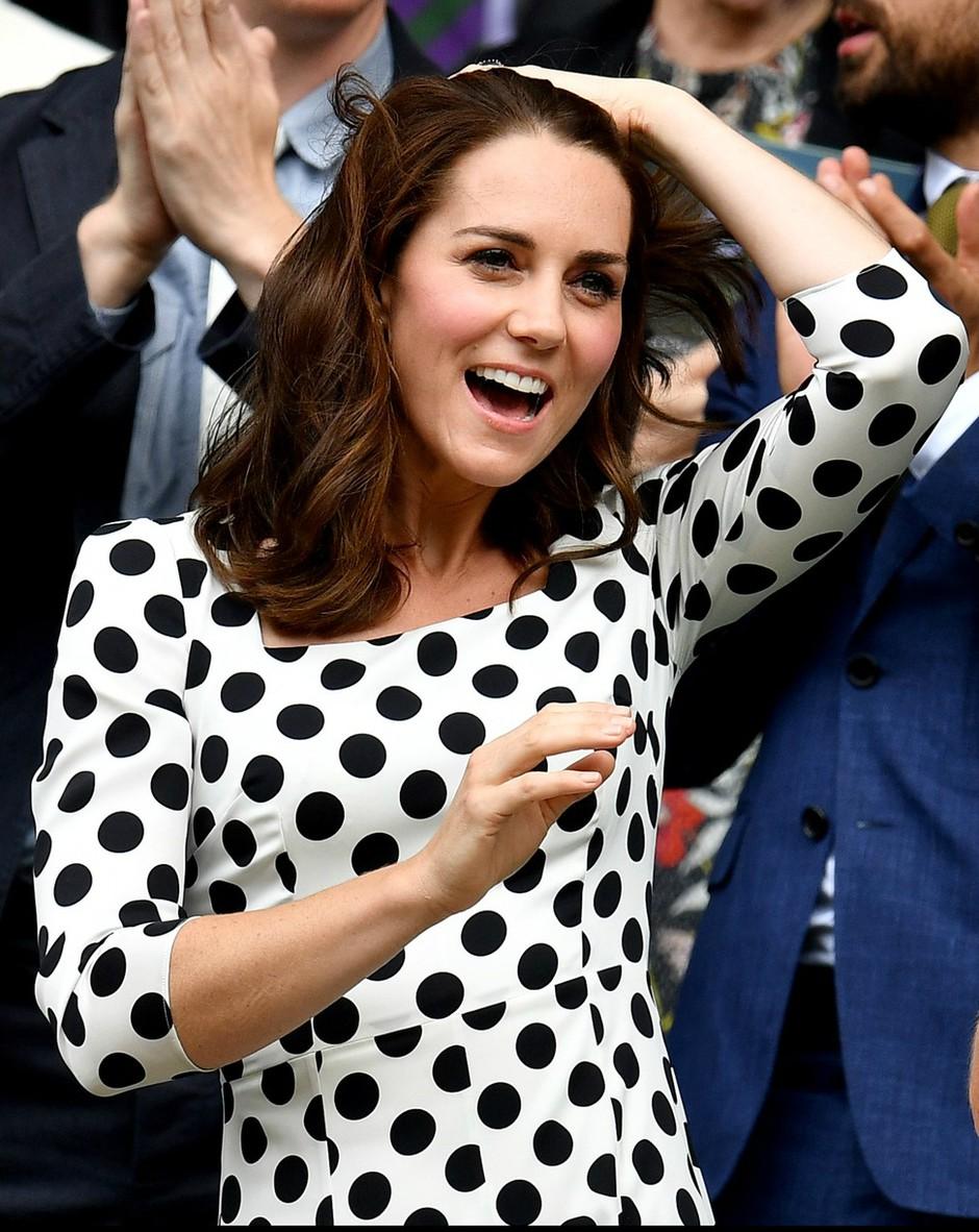 Kate Middleton navdušuje z novo dolžino las - Je to nova hit pričeska letošnjega poletja? (foto: Profimedia)