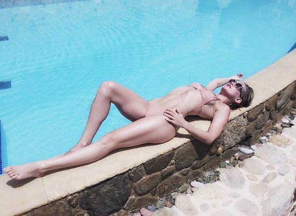 1| Kate Hudson