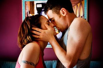 """""""Daj mi poljub!"""" (Zakaj hrepenimo po romantičnih poljubih?)"""