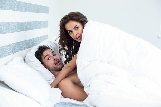 Ko se sredi vajine intimne igre prikaže vsiljivec, ne storita TEGA! (foto: Profimedia)