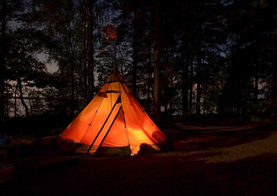 """Top namigi za strasten seks v šotoru: """"Občutek je, kot da seksaš v bubi – tesno in močno"""" (foto: Unsplash/Chris Schog)"""