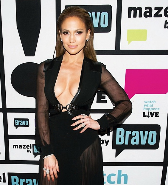 V prihodnjem letu bo Jennifer Lopez pihala 50. svečko, ampak priznajmo si, da ji tega niti slučajno ne bi pripisali, ...
