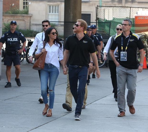 Princ Harry in Meghan Markle sta se udeležila teniškega turnirja v Torontu. Na prizorišče sta prišla nasmejana in ...