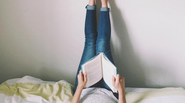 TOP knjige, ki jih moraš nujno prebrati (če ljubiš knjige, ki te nekaj naučijo) (foto: JIN CHU/EYEEM GETTY IMAGES/EYEEM)