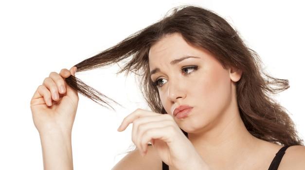 PODARJAMO: Se spopadaš s povečano izgubo las ter tanjšimi in manj odpornimi lasmi? Zate imamo REŠITEV! (foto: Shutterstock)