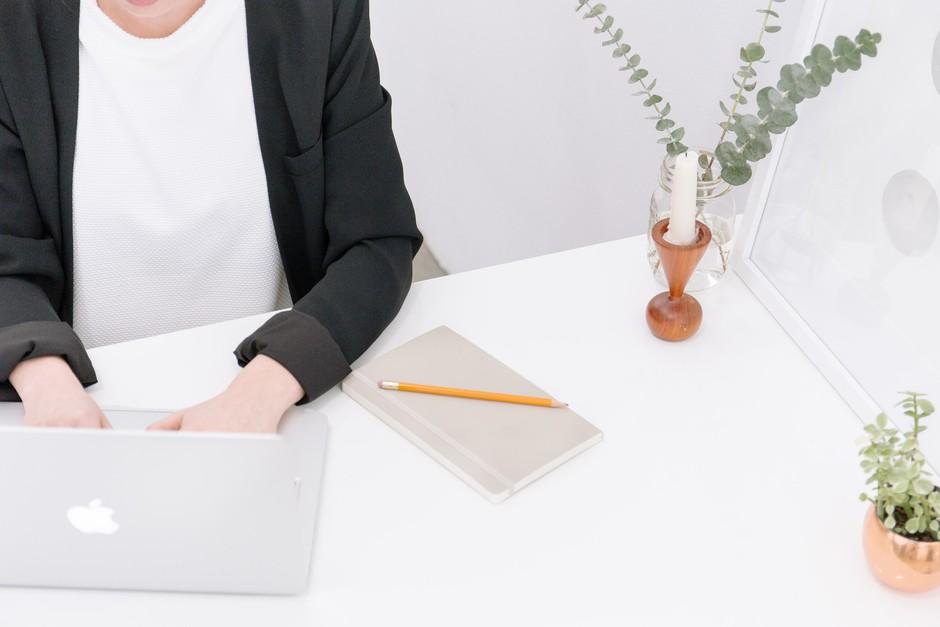 Kaj moraš na kariernem področju narediti še pred koncem tega leta? (foto: Unsplash.com/Bench Accounting)