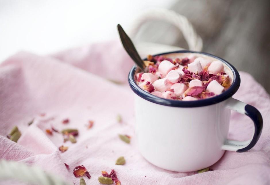 Hit med zimskimi recepti: Slastna vroča čokolada s sladkornimi penicami! (foto: Profimedia)