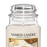 Spiced White Cocoa Topel in sladek kakav s smetano in ščepcem muškatnega oreščka. (foto: Yankee Candle)