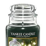 The Perfect Tree Popolno drevo - balzamovec in jelka s praznično zasneženimi vejami. (foto: Yankee Candle)