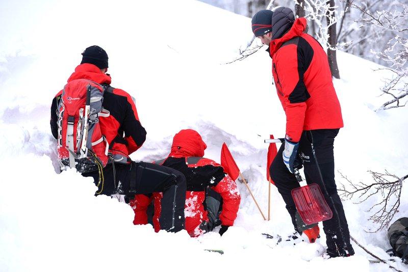 Zavarovalnica Triglav s tradicionalno preventivno akcijo pomagala bohinjskim gorskim reševalcem, ki so se na Voglu zbrali na reševalni vaji