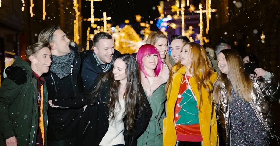 VIDEO: Slovenski glasbeniki posneli fantastično priredbo skladbe White Christmas (foto: BQL Facebook)