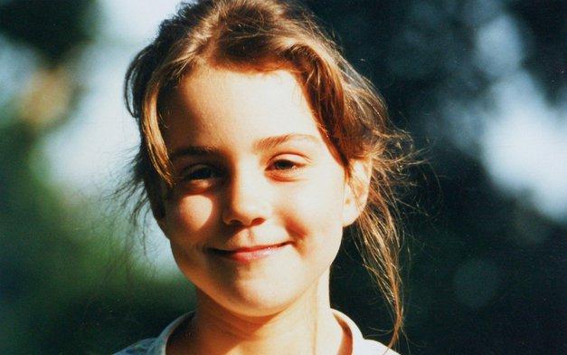 Ta prikupna punčka je danes vzor mnogim dekletom in ženskam po svetu! Jo prepoznaš? (foto: Profimedia)