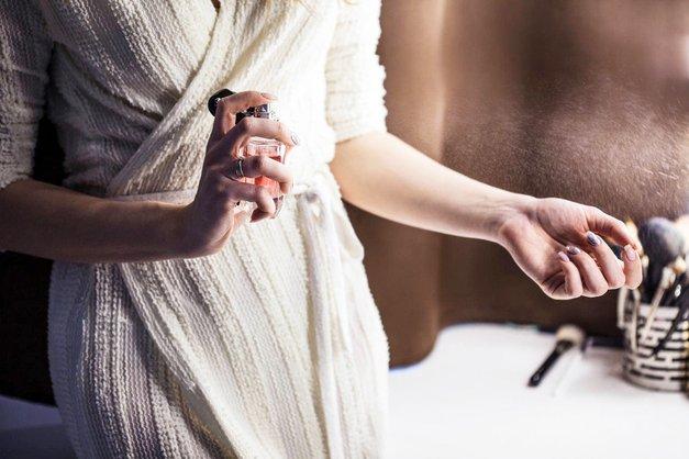 6 nasvetov, da boš po nanosu dišave dišala dlje! (triki slavnih parfumerjev) (foto: Profimedia)