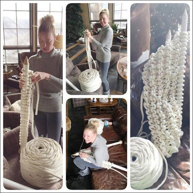 Ena tistih, ki jim gre pletenje izjemno dobro od rok, je igralka Katherine Heigl, ki o svojih pletilskih podvigih piše …
