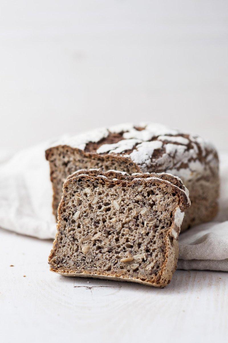 Polnozrnat kruh s semeni v modelčku