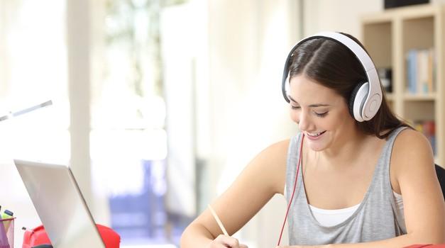 Katero fakulteto priporoča Anja, sodobna in aktivna ženska? (foto: Fakulteta Doba)