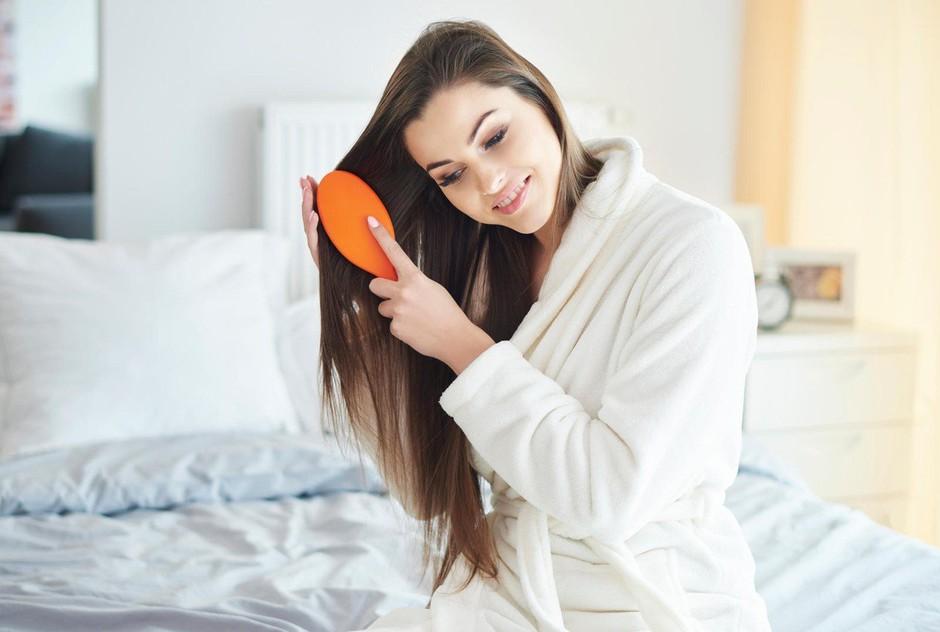 Uporabljaš fen ali si lase posušiš kar na zraku? Preveri, kaj je bolje! (foto: Profimedia)