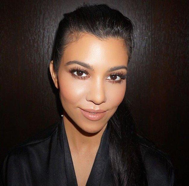 Razkrivamo skrivnost popolnih ustnic Kourtney Kardashian (foto: Profimedia)