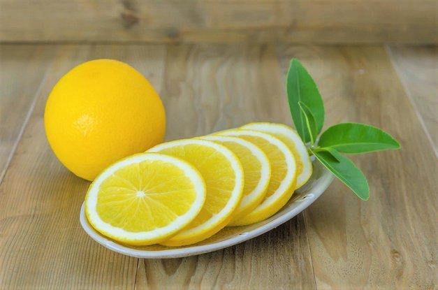 Nareži limono in jo postavi na nočno omarico – preveri, zakaj! (foto: Profimedia)