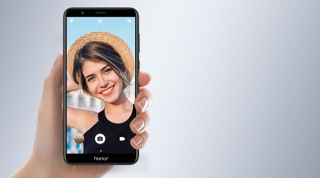 Honor 7x: Selfiji še nikoli niso bili tako zabavni! (foto: Promocijsko gradivo)