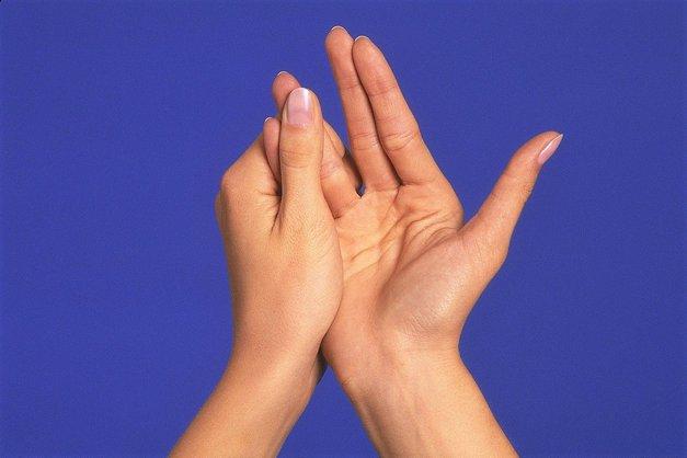 Poglej, kaj se zgodi s tvojim telesom, če si vsak dan 3 minute masiraš prste! (foto: Profimedia)