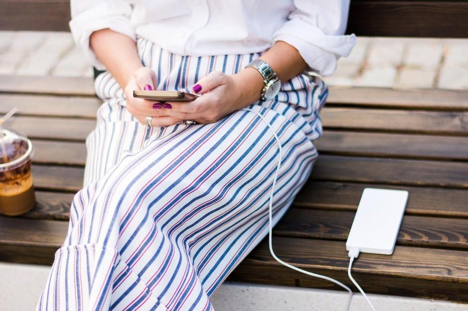 TA trik razkriva, kako lahko svoj iPhone napolniš veliko hitreje! (foto: Profimedia)