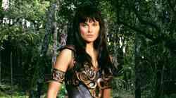 Se še spomniš bojevniške princese Ksene? Poglej, kako je lepa igralka videti danes!