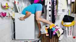 Dekodiraj njegovo stanovanje: Kaj pomeni kup umazanega perila in neoprana posoda?