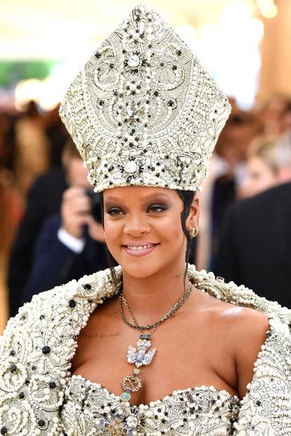 Rihanna je zagotovo prava kraljica rdečih preprog ...