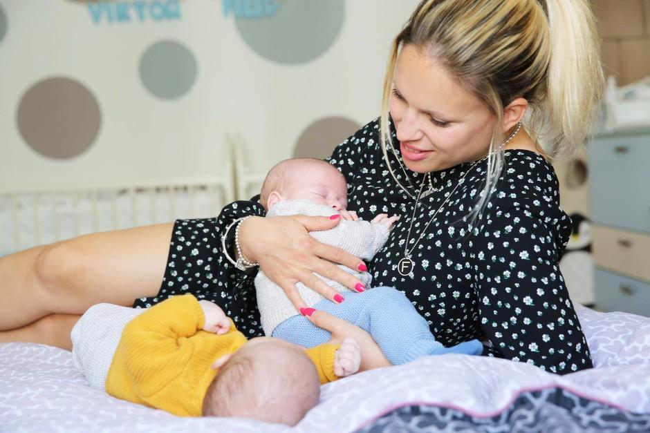 """Iskrena izpoved Manje Plešnar: """"Prvi tedni materinstva niso bili rožnati"""" (zapis, ki bi ga morale prebrati vse mamice) (foto: Helena Kermelj)"""