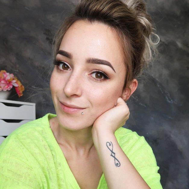 Uauuu! Poglej, kakšno fantastično stvar je pravkar sporočila youtuberka Neva Boškin (foto: Osebni arhiv)