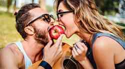 11 čudaških stvari, ki jih počnejo VSI pari, ki so že dolgo v razmerju
