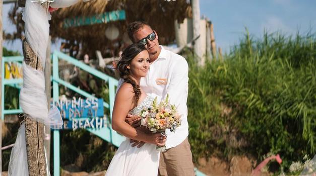Razkrivamo: FOTO utrinki čudovitega poročnega dne Urške in Jonija (Oopsi družinica) (foto: Instagram.com/@oopsiurska)