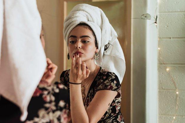 To so lepotni izdelki, ki jih je nekoč uporabljala tvoja mama, zdaj jih boš pa tudi ti! (foto: Unsplash.com/Kevin Laminto)