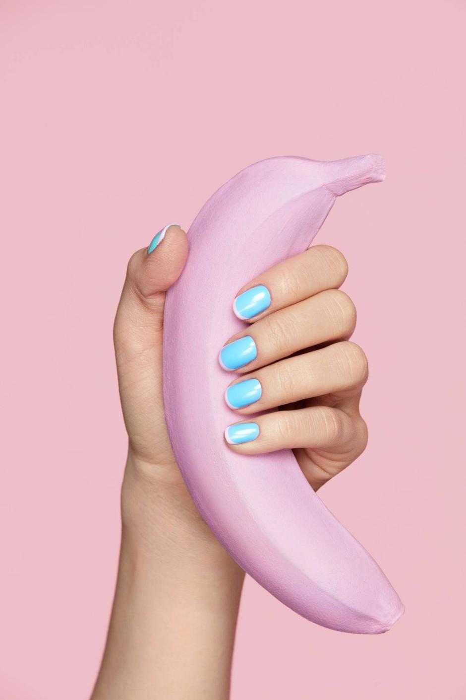 """""""Ker rada stikam, sem pogledala, kaj je bilo v paketu … Pumpica za povečanje penisa!"""" (+ druge neprijetne in smešne seks prigode) (foto: Shutterstock)"""
