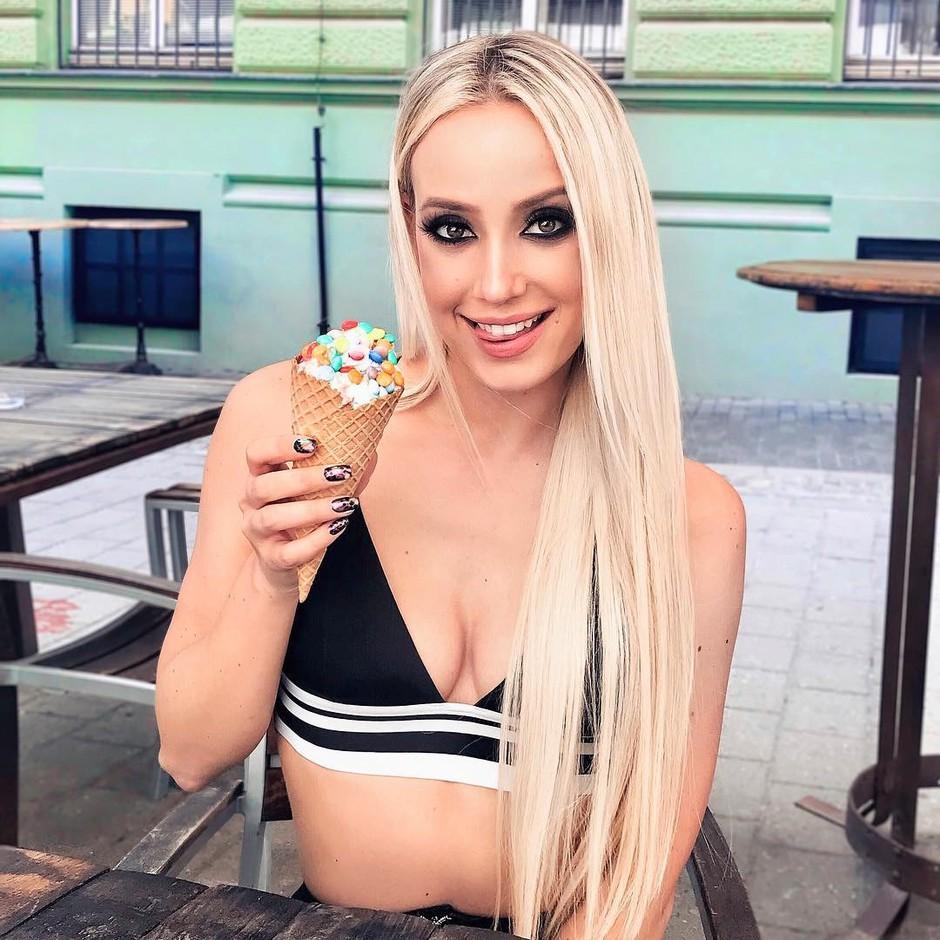 Slovenska Severina Ines Erbus navdušila z novo skladbo (foto: Instagram.com/@neserbus)