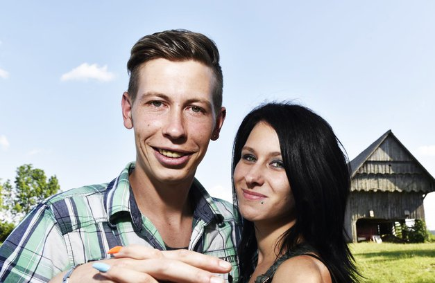 Renato Lužar in Tamara Korošec (Ljubezen po domače) sta pokazala prstana (foto: Igor Zaplatil)