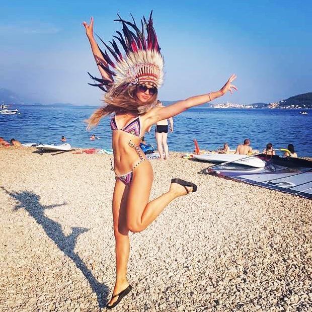 Slovenka, ki več kot očitno zelo uživa v poletju, je minuli teden dopolnila 30. let. ''Naj bo skoz poletje. Indijansko ...