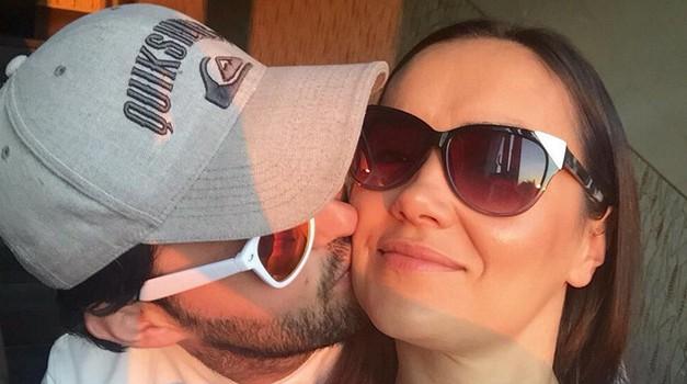 Zaljubljena Alenka Košir je na svojem Instagramu objavila zelo intimno fotografijo s svojo ljubeznijo (foto: Instagram.com/@vformizalenkokosir)
