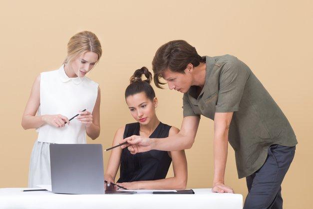"""""""Ta nova"""" v službi? Cosmo ima zate nekaj nasvetov, kako premagati strah! (foto: Unsplash.com/Icons8 Team)"""