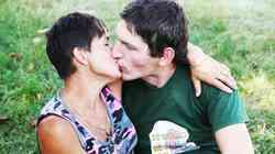 Vesna in Miha (Ljubezen po domače) čofotata kar v domačem 'fačuziju' – v sodu za grozdje
