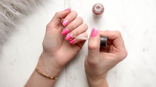 Našli smo način, kako lahko z levo roko POPOLNO nalakiraš nohte (foto: Unsplash.com/Element5 Digital)