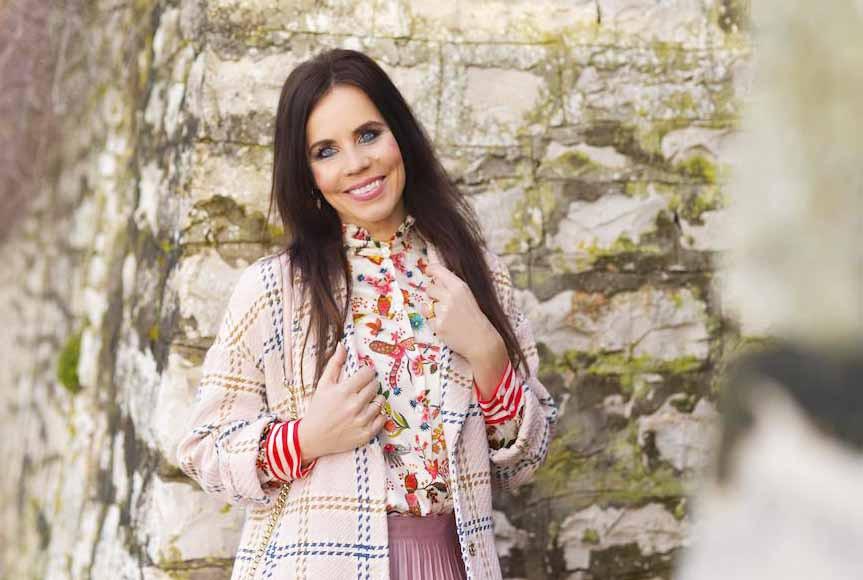 Lorella Flego je objavila fotografijo v beli obleki in pod njo zapisala: 'Morda že veste' (foto: Zen)