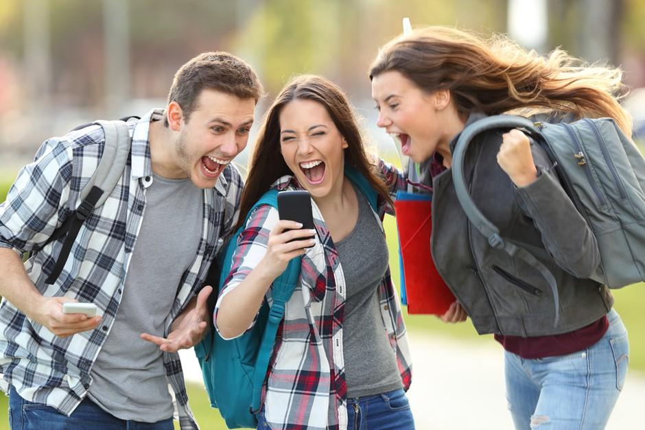 3 super trendni dodatki za kul stil v šoli (foto: shutterstock)